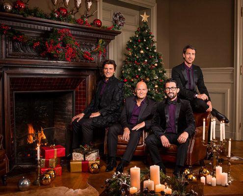 Les Stentors autour du sapin de Noel