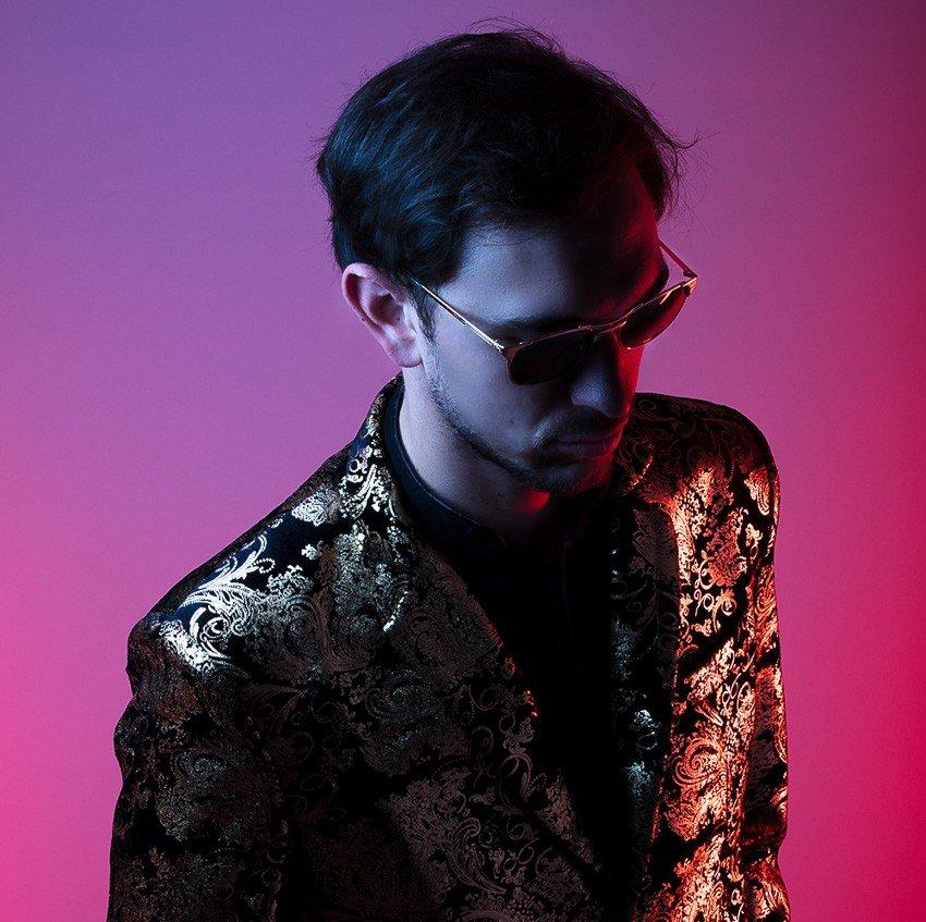 Portrait de l'artiste pop français Max Day