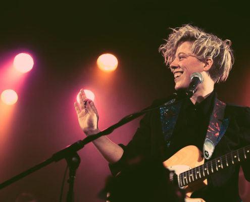 l'artiste canadienne Samuele en concert